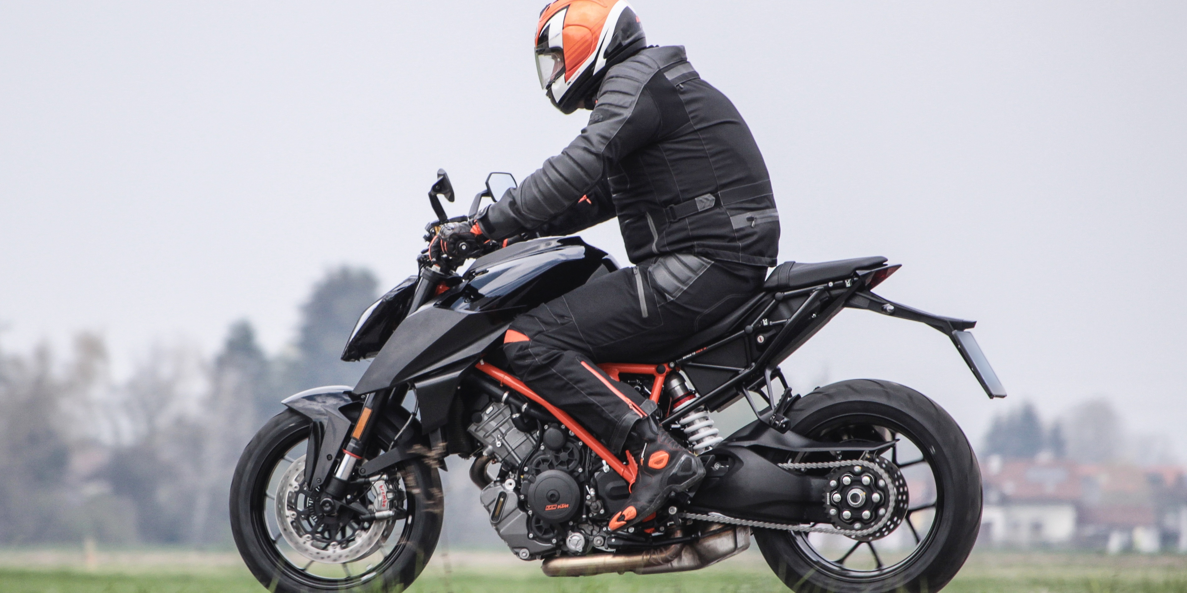 2018 ktm 1290 super duke r.  2018 and 2018 ktm 1290 super duke r g