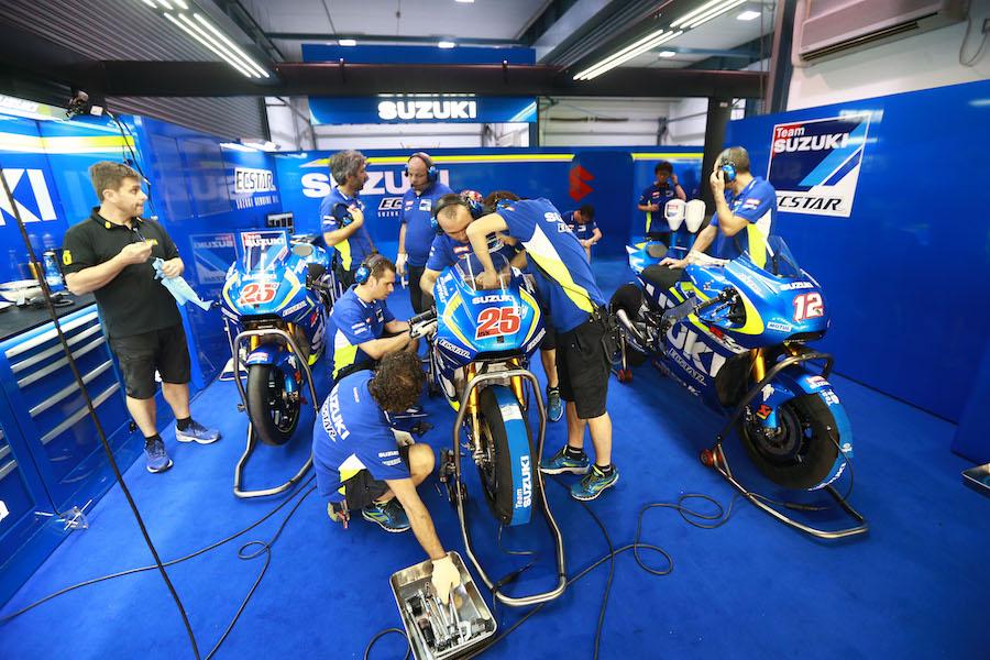 Vinales' Suzuki garage, Qatar MotoGP test, March 2016