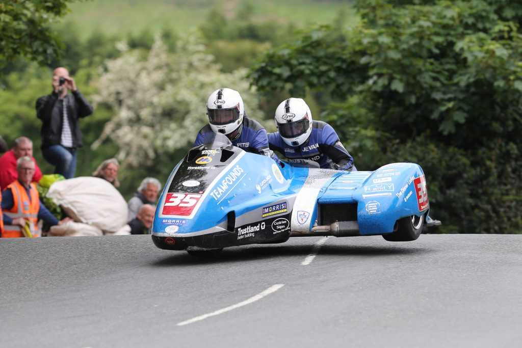 DAVE KNEEN/PACEMAKER PRESS, BELFAST: 04/06/2016: Peter Founds and Jevan Walmsley* (LCR Suzuki - Trustland Construction) at Ballaugh Bridge during the Sure Mobile Sidecar TT race.