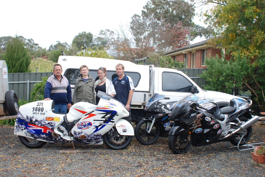 family with 209mph busa on right 4