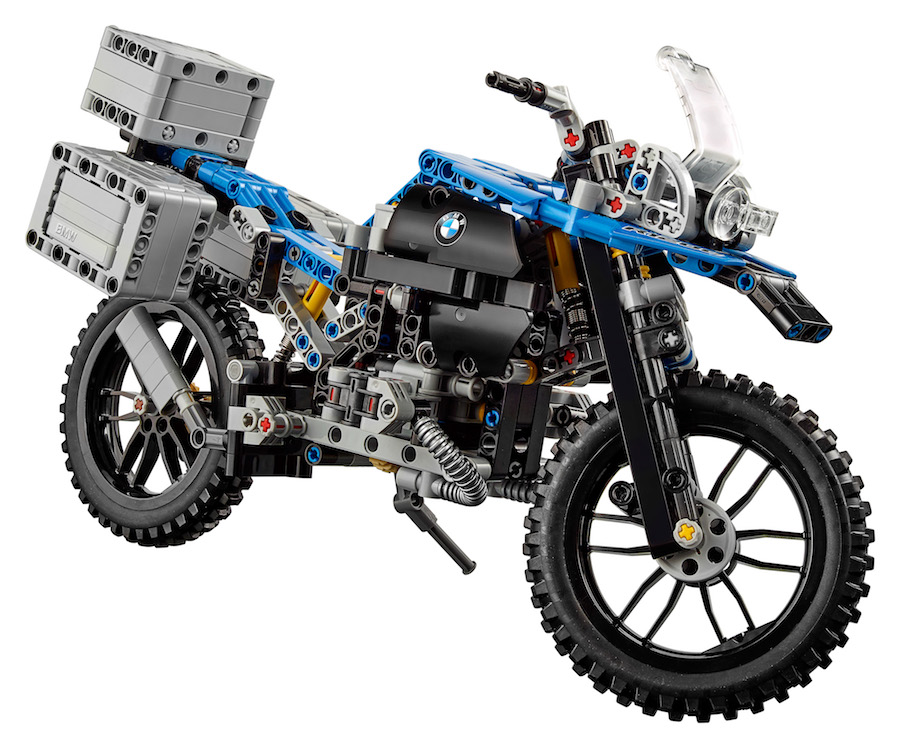 A detailed model of the BMW R 1200 GS Adventure developed by BMW Motorrad and LEGO Technic goes on sale from 01 January 2017.