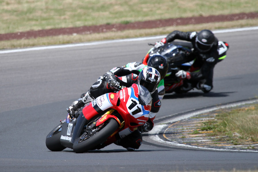tony-rees-leads-scott-moir-sloan-frost-at-taupo-on-sunday-1mterrystev-copy