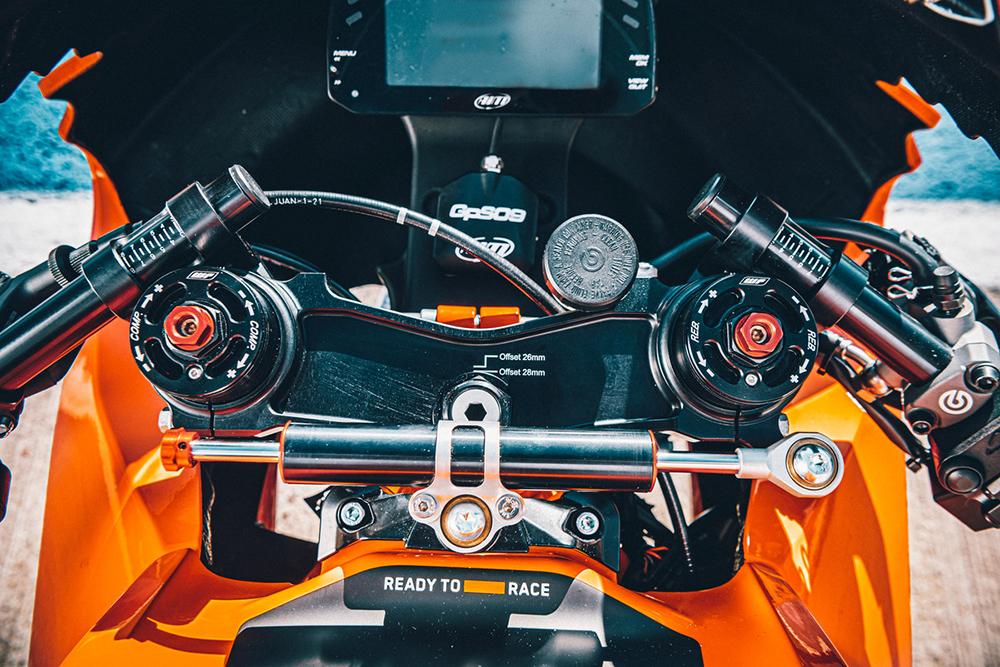 KTM RC 8C dash